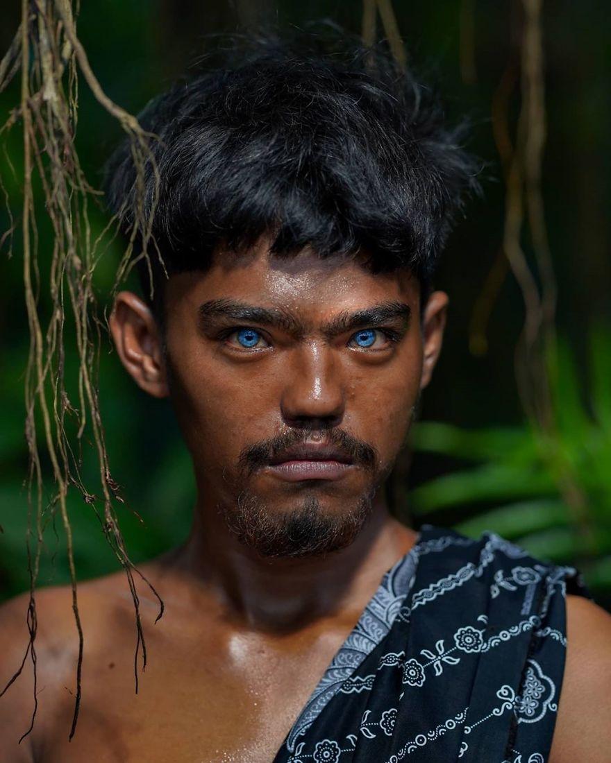 مواليد جزيرة بوتون ذوات العيون الزرقاء